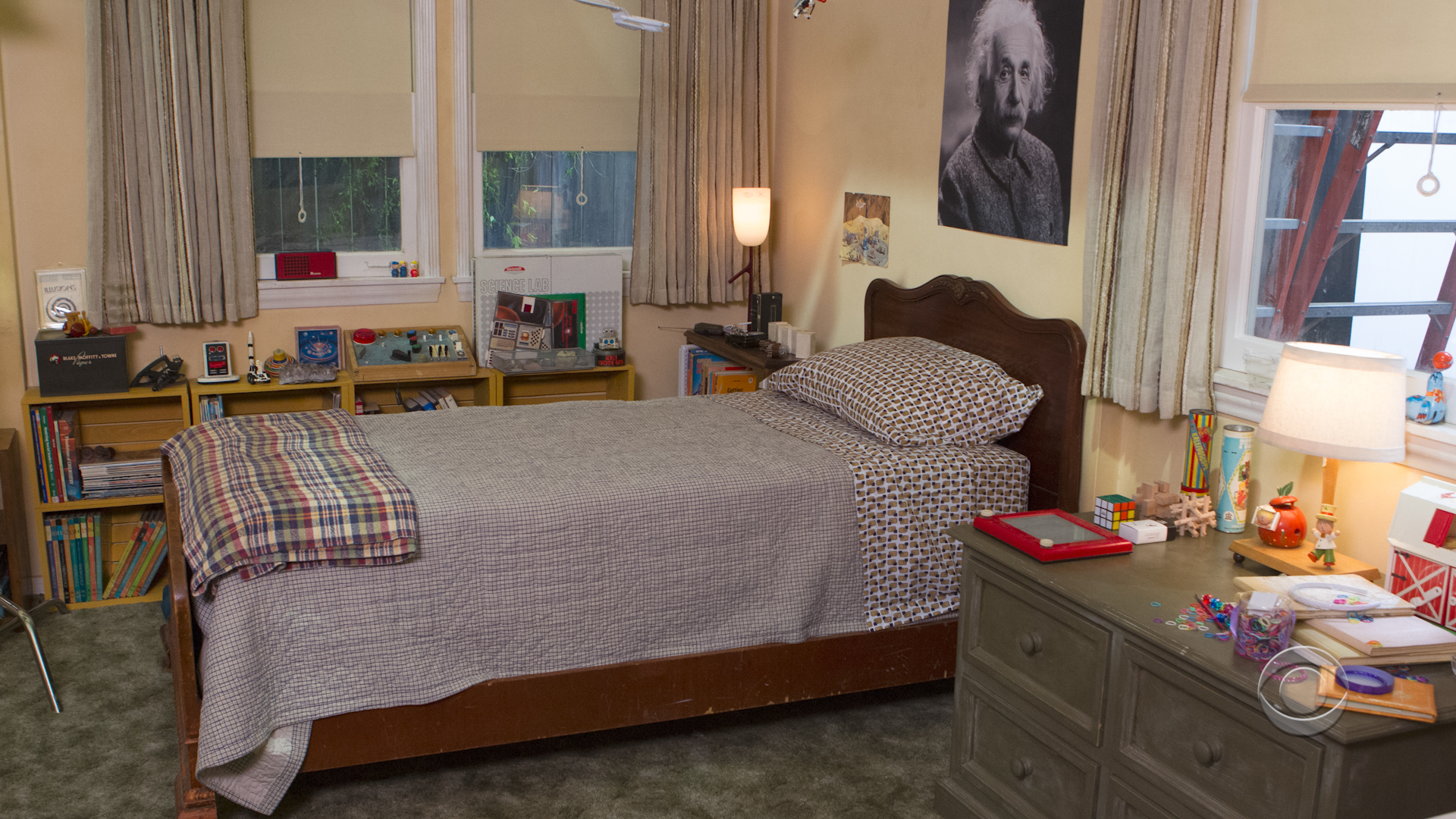 Young Sheldon 4 - Bedroom